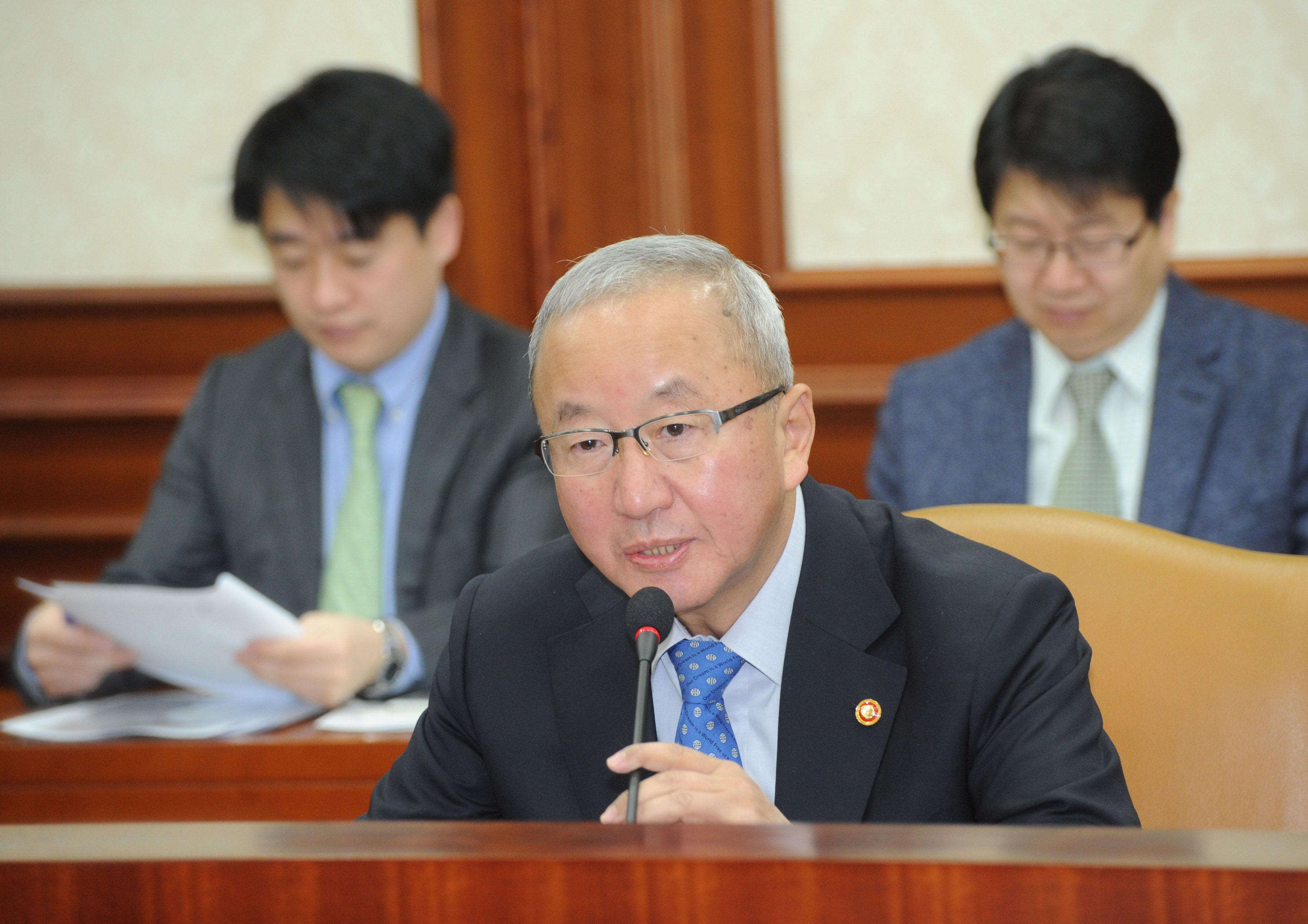 Deputy Prime Minister Hyun hosts the Ministerial Meeting on the Economy