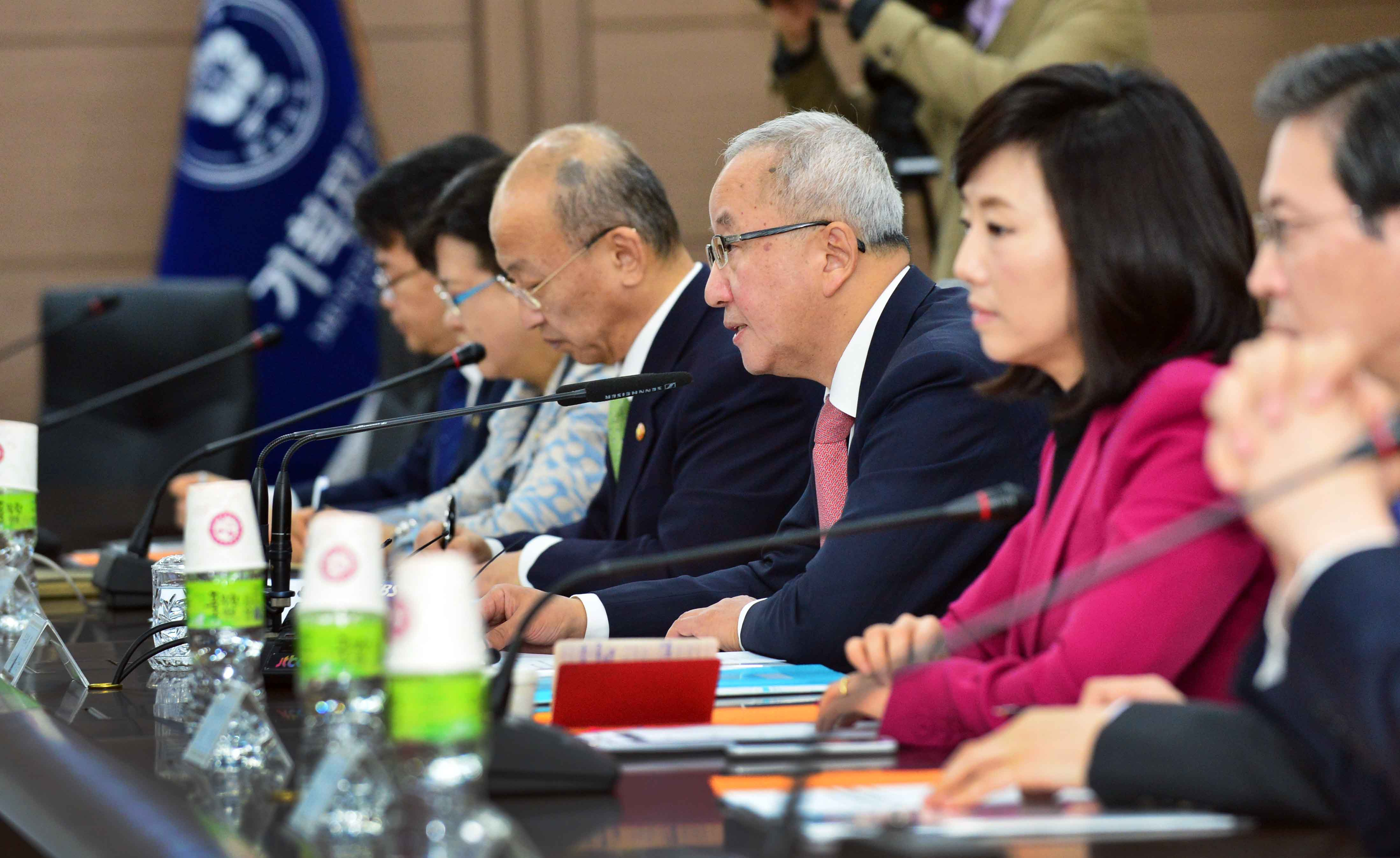 Deputy Prime Minister Hyun hosts the 11th Ministerial Meeting of the Economy