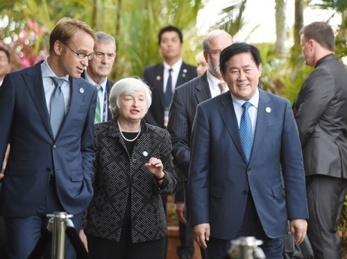 Deputy Prime Minister Choi poses for G20 Finance Ministers Meeting group photo