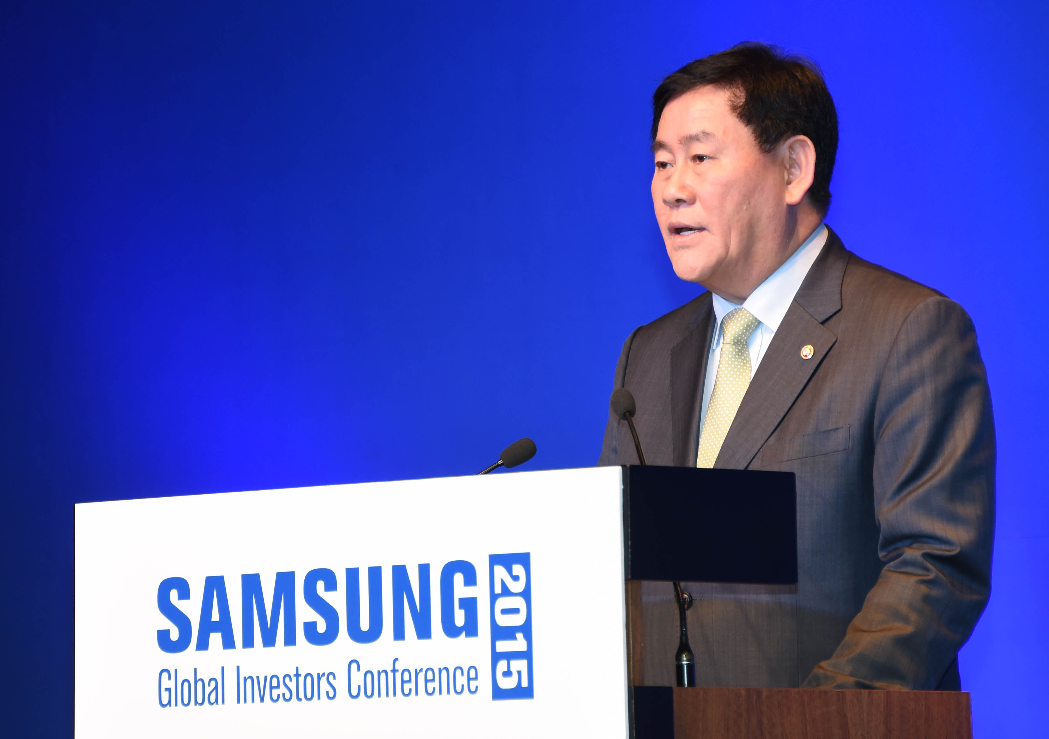 Deputy Prime Minister Choi speaks at the Samsung Global Investors Conference