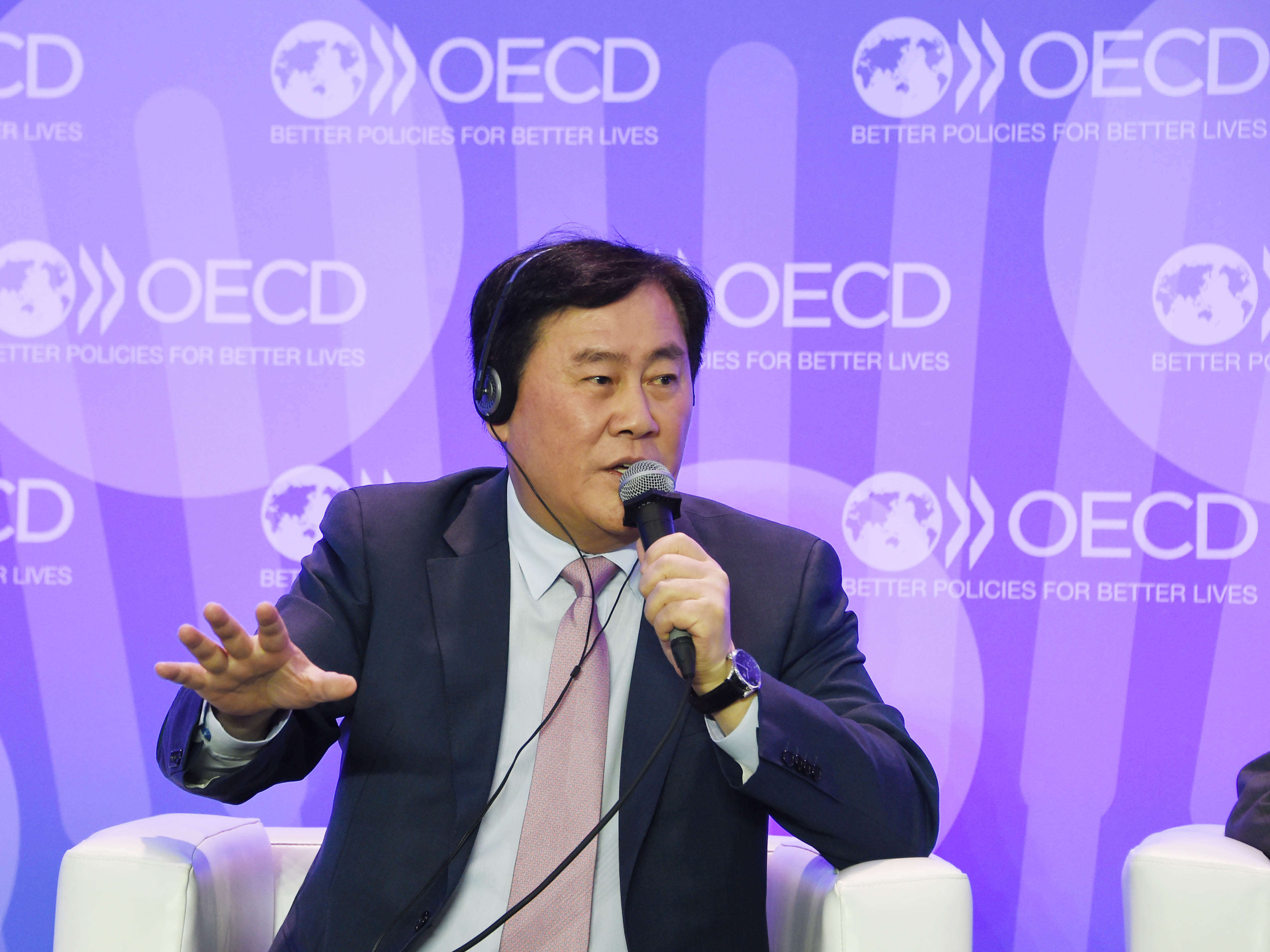 Deputy Prime Minister Choi Attends OECD Ministerial Council Meeting in Paris