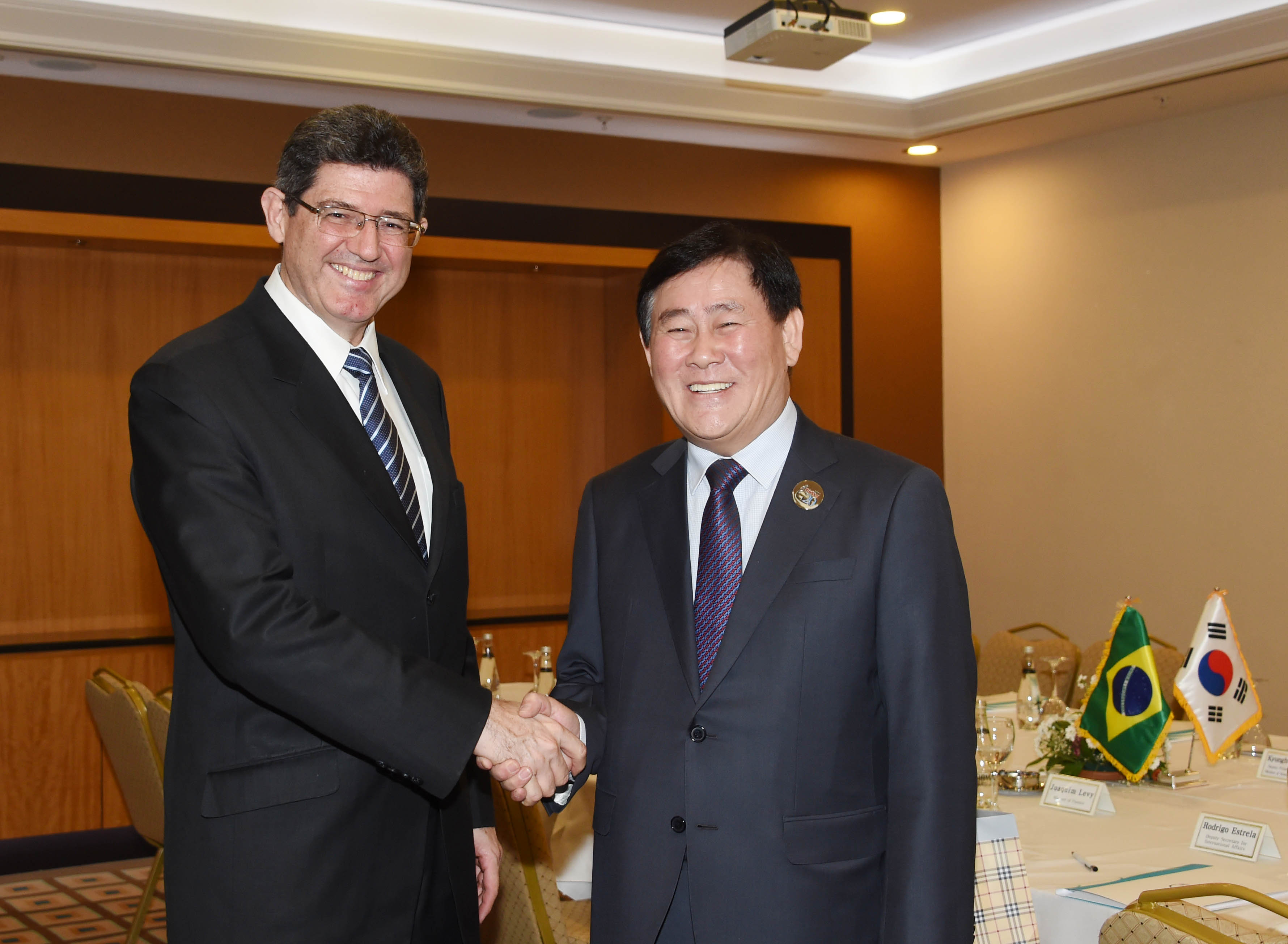 Deputy Prime Minister Choi meets with Brazilian Finance Minister Joaquim Levy in Ankara, Turkey