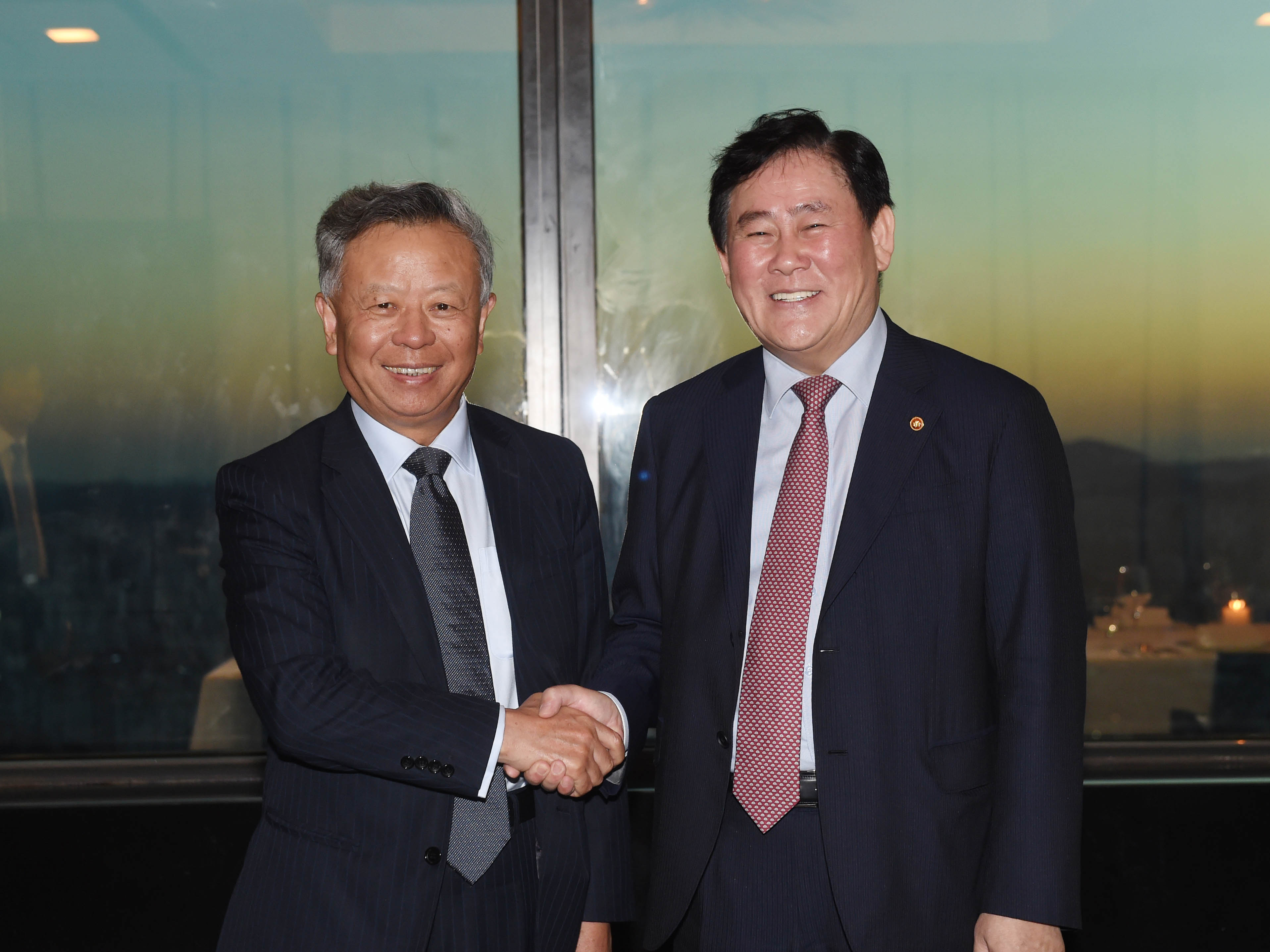 Deputy Prime Minister Choi meets with President-designate Jin Liqun of the Asian Infrastructure Investment Bank