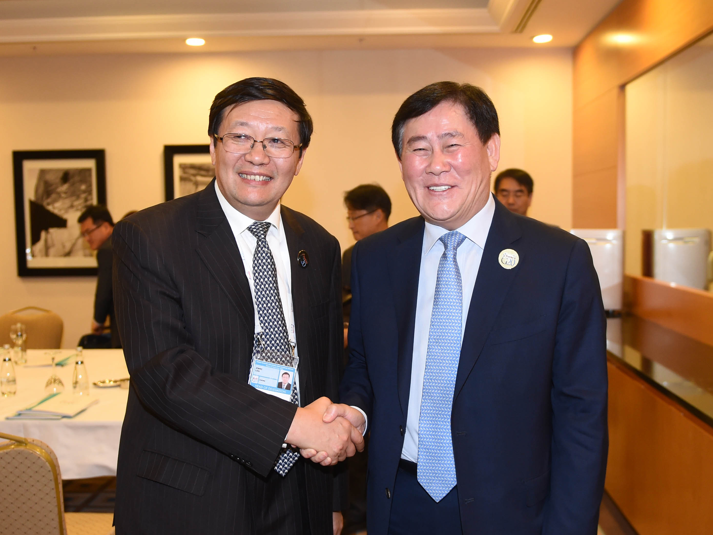 Deputy Prime Minister Choi meets with Chinese Finance Minister Lou Jiwei in Ankara, Turkey