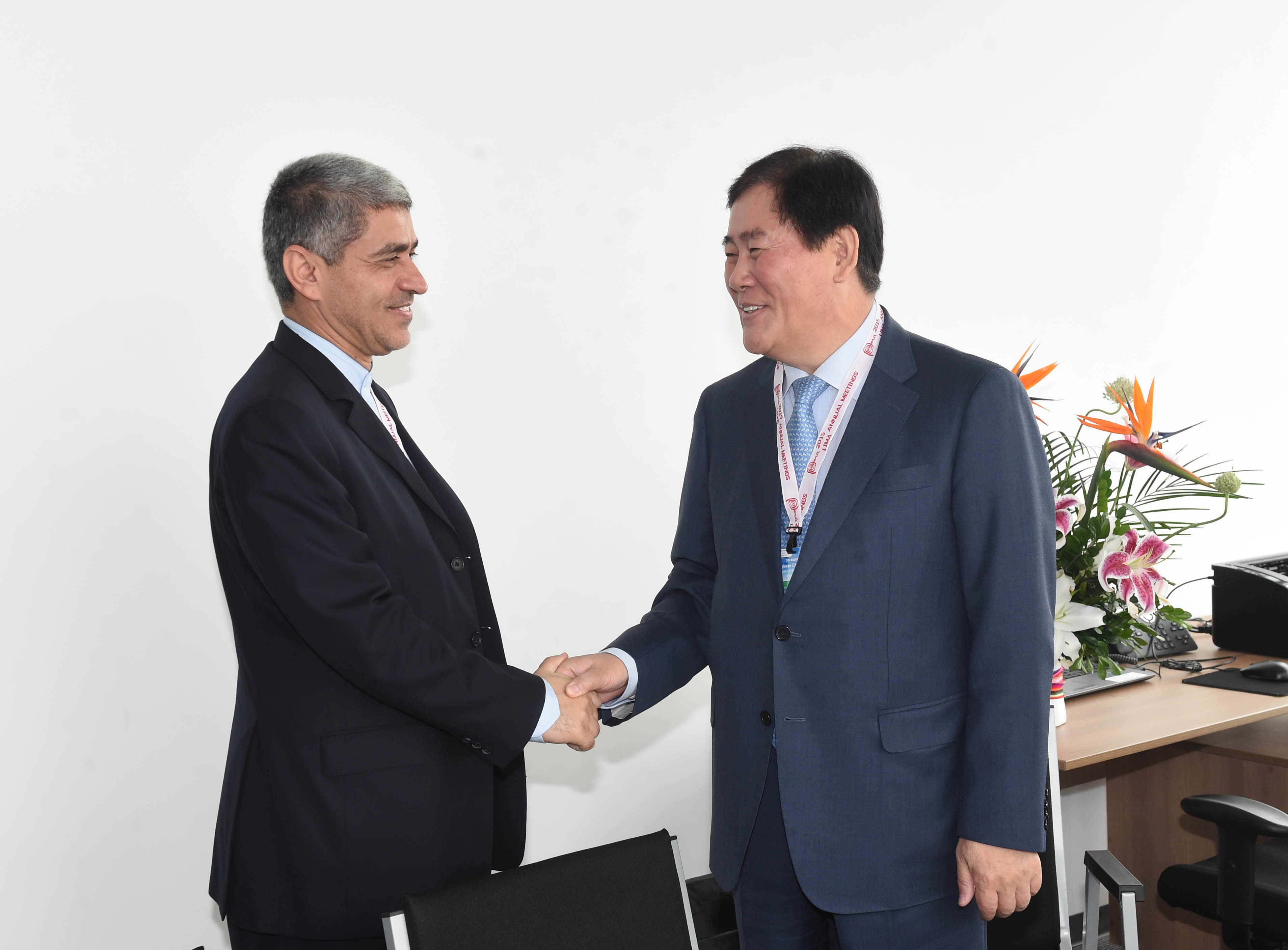 Deputy Prime Minister Choi meets with Iranian Minister of Economy and Finance Ali Tayebnia at the IMF/World Bank Annual Meetings in Lima, Peru