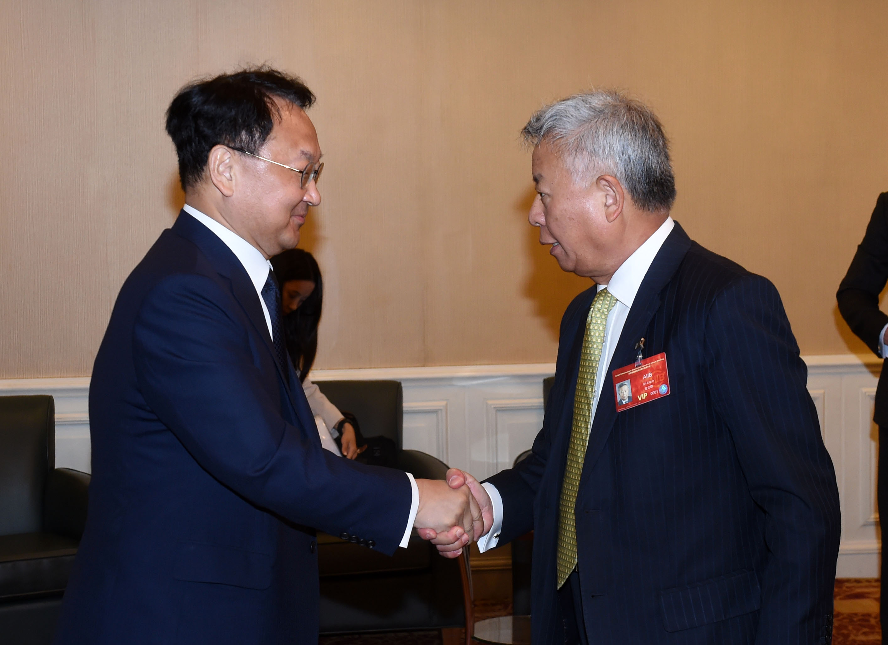 Deputy Prime Minister Yoo meets with AIIB President Jin Liqun in Beijing